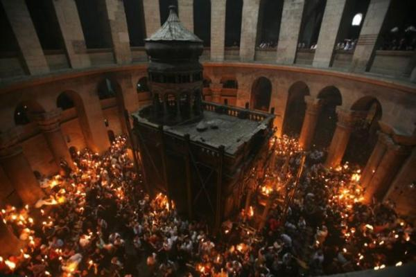BLCF: the-church-of-holy-sepulchre-during-a-holy